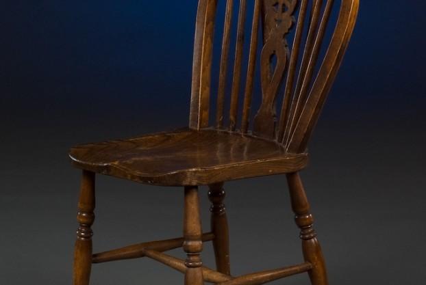 Single Wheel Back Windsor Chair