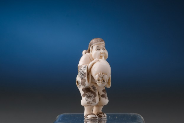 Netsuke Figure Inflating Item
