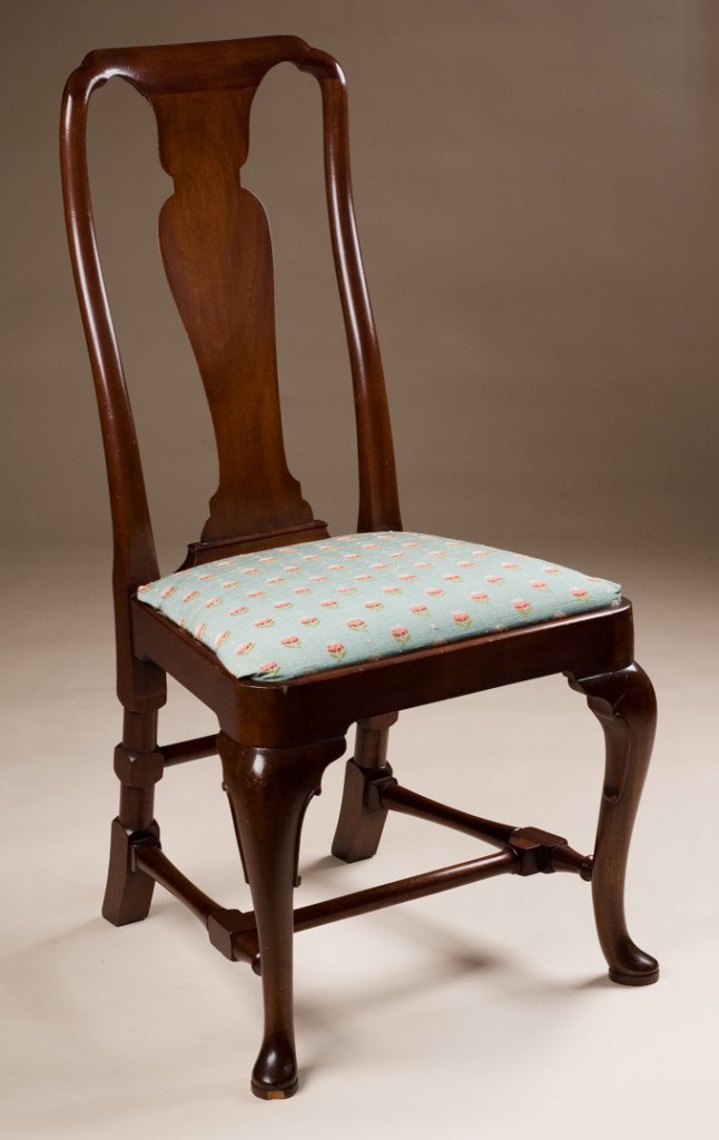 Queen anne style side chair for Stile queen anne